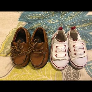 Set of 2 baby shoes !